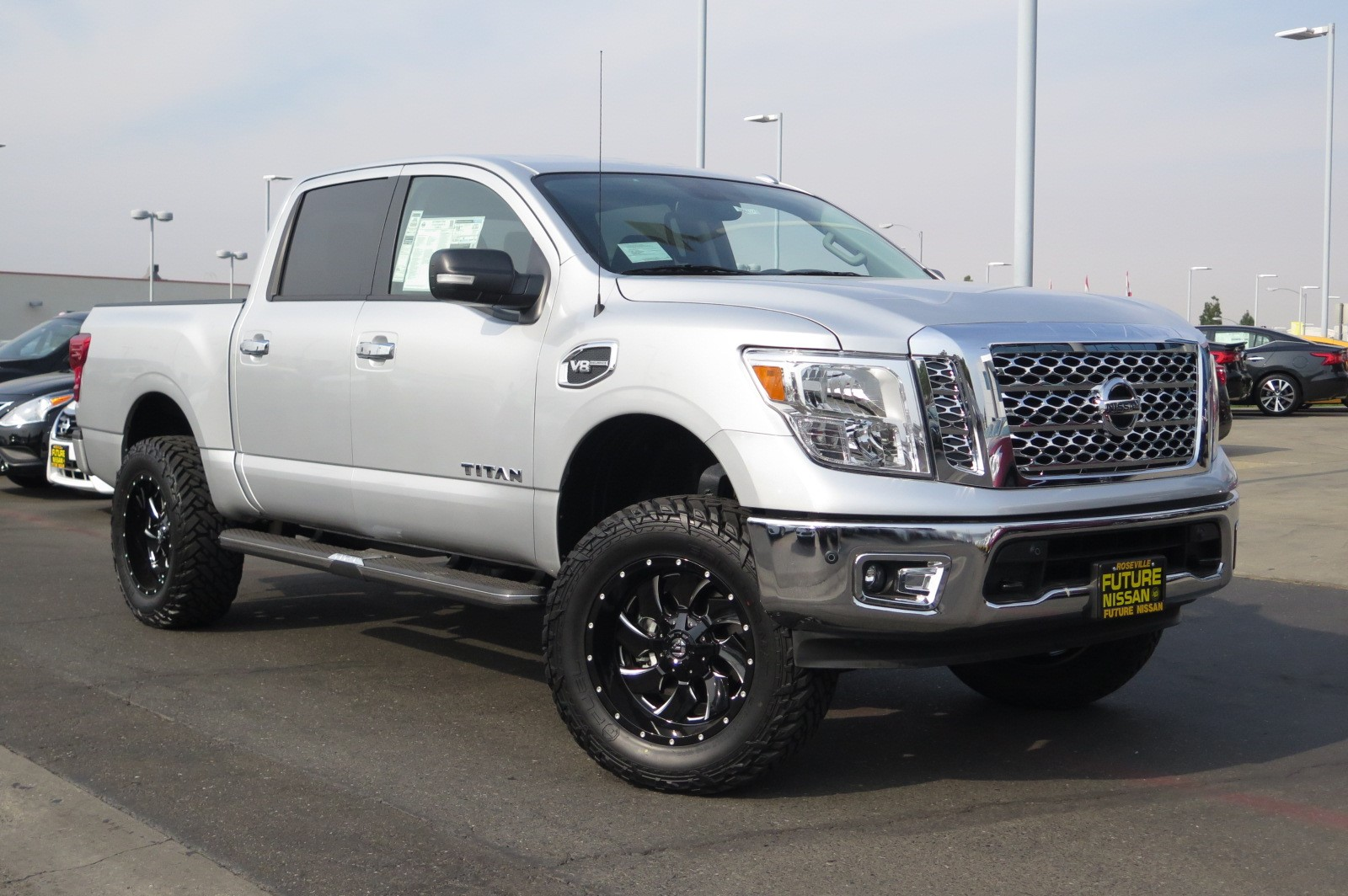 new 2017 nissan titan sv crew cab pickup in roseville n44424 future nissan of roseville. Black Bedroom Furniture Sets. Home Design Ideas