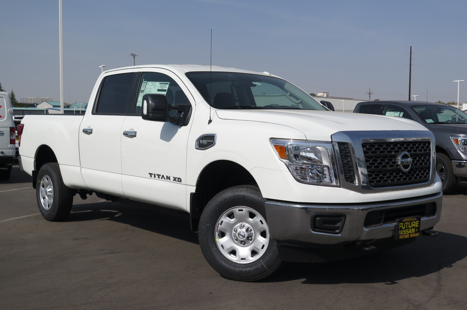 new 2017 nissan titan xd sv crew cab pickup in roseville n44619 future nissan of roseville. Black Bedroom Furniture Sets. Home Design Ideas