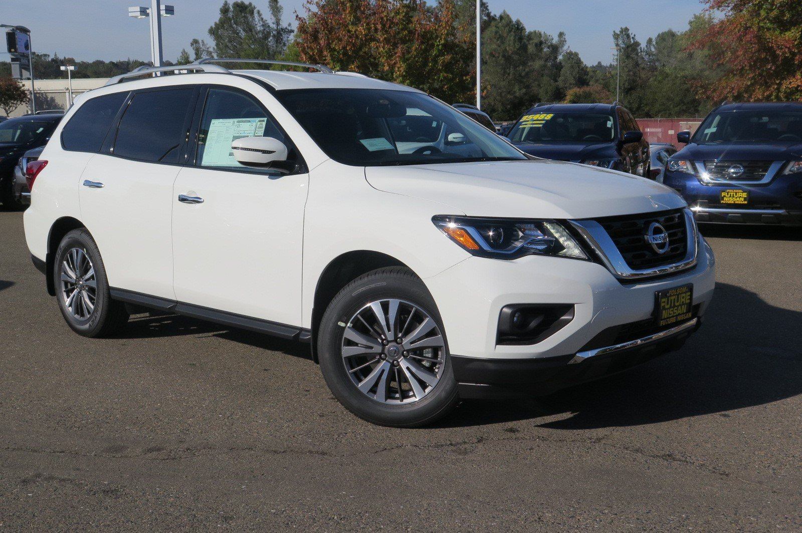 New 2018 Nissan Pathfinder SV