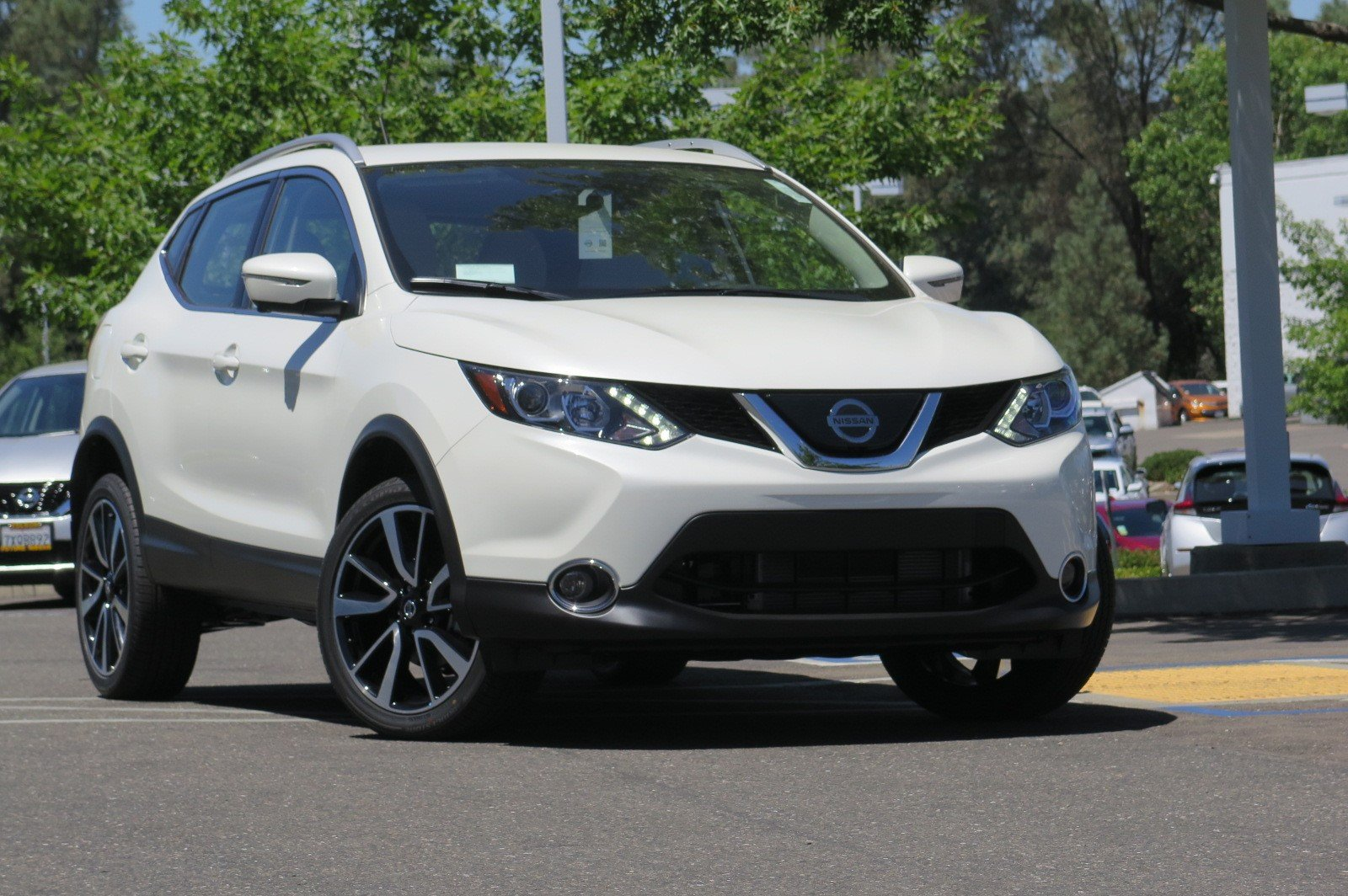 Nissan Rogue Owners Manual: Doors